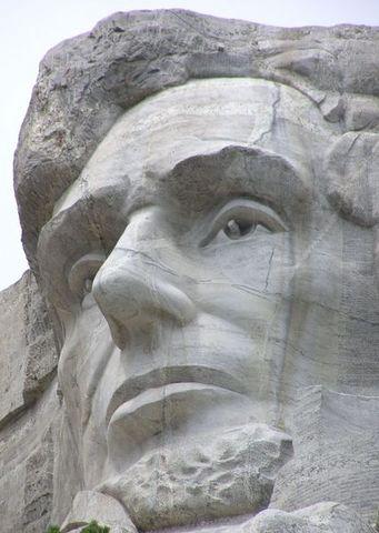 426px-MtRushmore_Abe_close.jpg